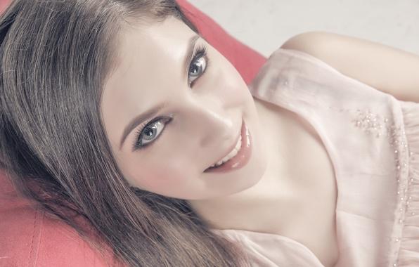 Девушка лицо милое взгляд глаза