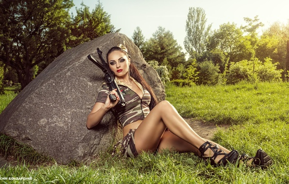 Картинка девушка, фотограф, автомат, шатенка, камуфляж, униформа, Diana, Максим Бондаренко