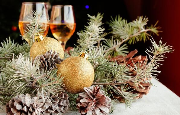 Картинка ветки, праздник, шары, игрушки, новый год, рождество, бокалы, хвоя, шишки, сосна