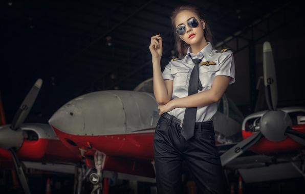 Картинка самолет, Девушка, очки, ангар, форма