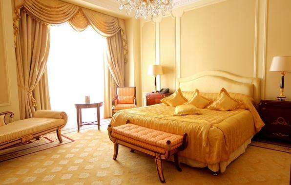 Картинка дизайн, стиль, комната, диван, лампа, кровать, интерьер, кресло, подушки, желтое, квартира, занавеска, спальня