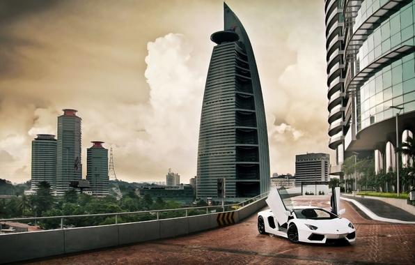 Картинка небо, облака, вверх, Lamborghini, двери, Ламборджини, Малайзия, Ламборгини, LP700-4, Aventador, Авентадор, Куала-Лумпур, гоод