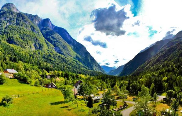 Картинка дорога, небо, трава, облака, деревья, горы, природа, дома, долина, Словения, bovec