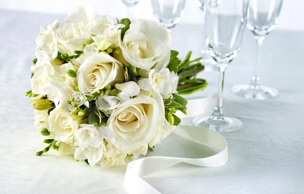 Картинка цветы, стол, розы, букет, бокалы, лента, белые