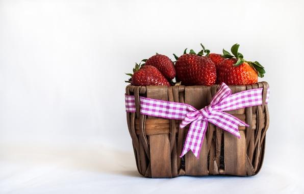 Картинка ягоды, клубника, лента, бант, корзинка, красная