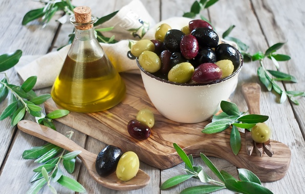 Картинка plate, доска, миска, оливки, листики, leaves, салфетка, оливковое масло, olives, olive oil, tissue paper, Board