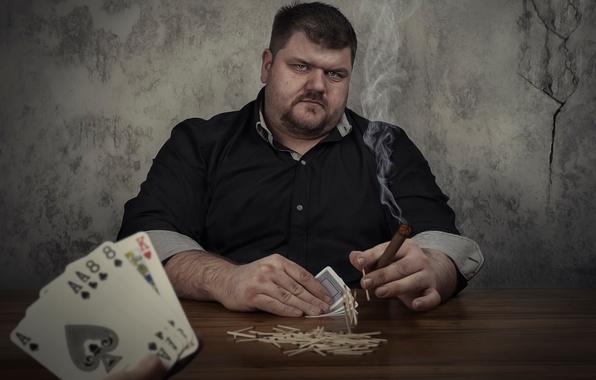 Картинка карты, игра, мужик, спички, юмор, сигара, азарт, игрок, ирония, ва банк, на всё, ставки, две …