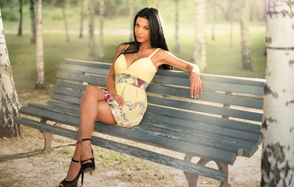 Картинка взгляд, девушка, парк, модель, портрет, фигура, платье, лавочка, туфли, каблуки, березы, light, ножки, sunshine, sexy, ...
