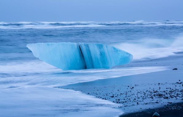 Картинка лед, море, волны, шторм, берег, льдина, Исландия, глыба