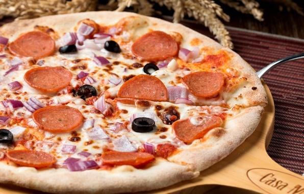 Картинка сыр, лук, пицца, маслины, колбаски