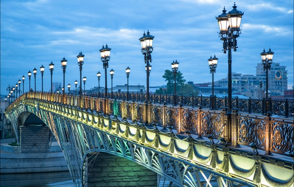 Картинка мост, огни, река, вечер, фонари, Москва, Россия, Патриарший мост