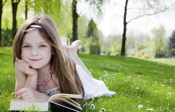 Картинка трава, деревья, радость, счастье, дети, детство, парк, милая, книги, ребенок, сад, блондинка, grass, красивая, happy, …
