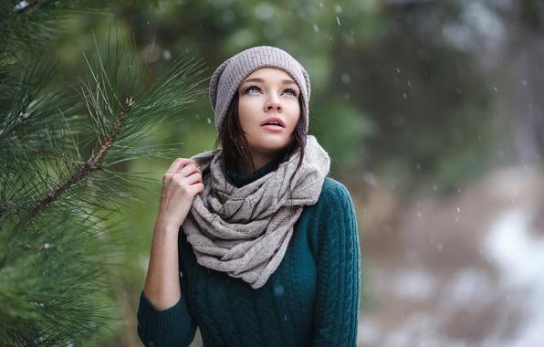 Картинка взгляд, девушка, дерево, елка, шапочка, первый снег, Denis Petrov, Angelina Petrova