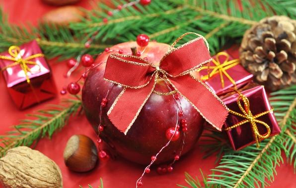 Картинка праздник, яблоко, подарки, ёлка, бант, шишки, орешки