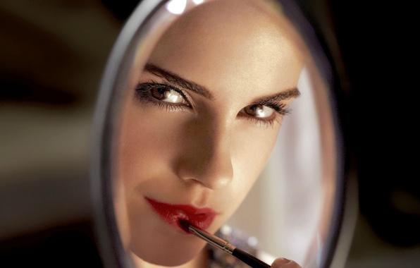 По соннику ванги, красить губы во сне означает возникновение искушений в существующих отношениях.