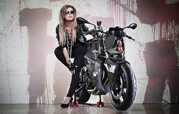 Картинка девушка, фон, тюнинг, фара, BMW, БМВ, мотоцикл, байк, красотка, Predator, tuning, F800 R, Custom Bike, …