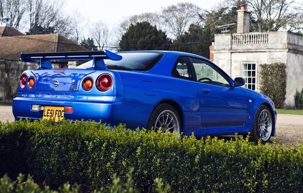Картинка синий, дом, дерево, Nissan, house, кусты, skyline, ниссан, blue, gtr, tree, r34, гтр, back, скайлайн, …