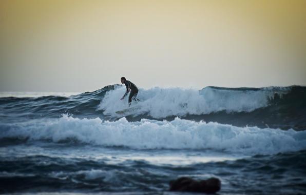 Картинка волны, закат, серфер, серфинг, экстремальный спорт, доска для серфинга