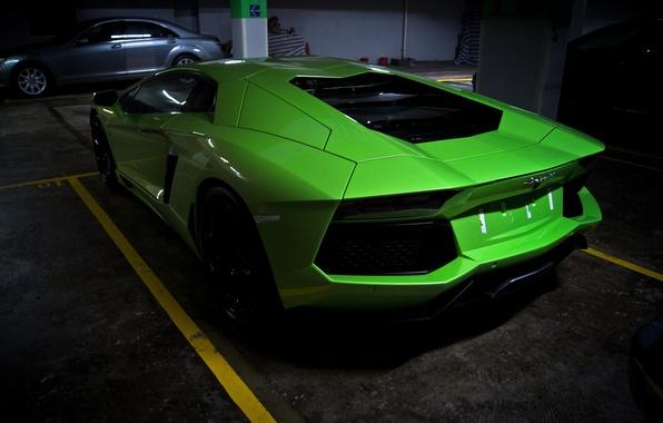 Картинка зеленый, green, парковка, lamborghini, задок, aventador, lp700-4, ламборгини, авентадор