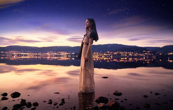 Картинка небо, девушка, ночь, город, отражение, звёзды, Lichon, Lucy in the sky