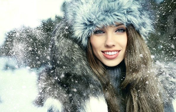 photo of girls on snow with hats № 18351