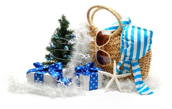 Картинка пляж, купальник, звезды, праздник, шары, игрушки, елка, новый год, очки, лента, подарки, морская звезда, сумка, …