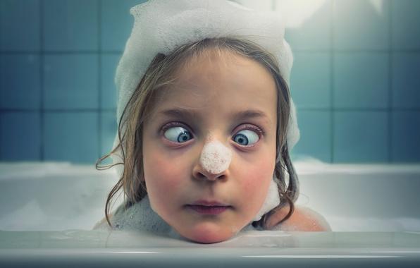 Картинка пена, девочка, ванна, мимика