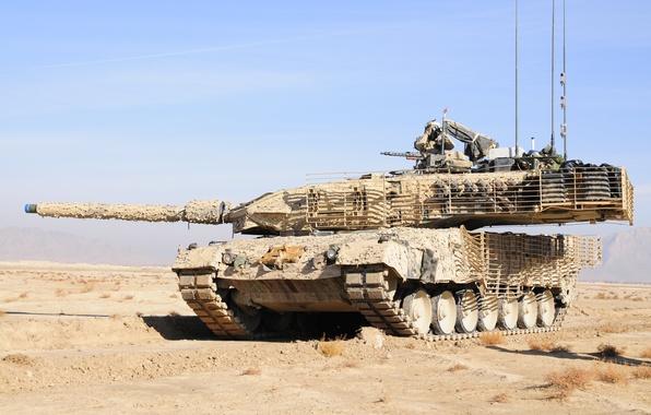 Картинка пустыня, солдат, бинокль, камуфляж, Немецкий танк, Леопард 2а