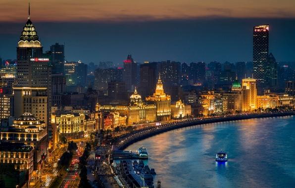 Картинка ночь, город, огни, река, здания, дороги, дома, небоскребы, лодки, освещение, Китай, Азия, Shanghai, Шанхай, набережная