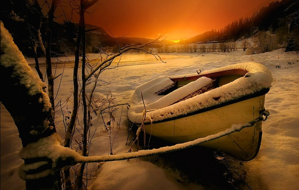 Картинка зима, небо, снег, деревья, пейзаж, закат, горы, природа, река, лодка, river, sky, trees, landscape, nature, …