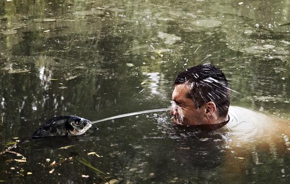 Картинка вода, пруд, рыбка, рыба, мужчина, lake, sushi, суши, fish, месть суши, месть рыбы, sushi revenge