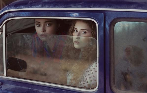 Картинка взгляд, стекло, девушки, лица, автомобиль
