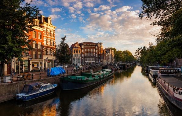 Картинка небо, вода, город, река, здания, дома, лодки, вечер, Амстердам, канал, Нидерланды, Amsterdam, Nederland