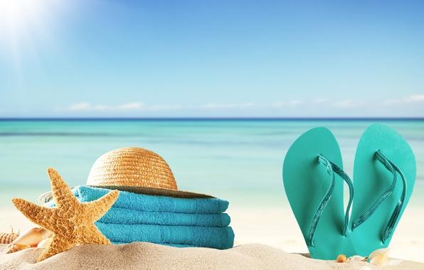 Картинка песок, море, пляж, лето, солнце, отдых, полотенце, шляпа, ракушки, summer, beach, каникулы, sea, sun, сланцы, ...