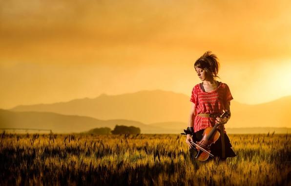 Картинка поле, закат, горы, скрипка, красавица, violin, Линдси Стирлинг, Lindsey Stirling, скрипачка