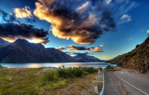 Картинка дорога, зелень, небо, трава, вода, облака, пейзаж, горы, тучи, природа, озеро, река, земля