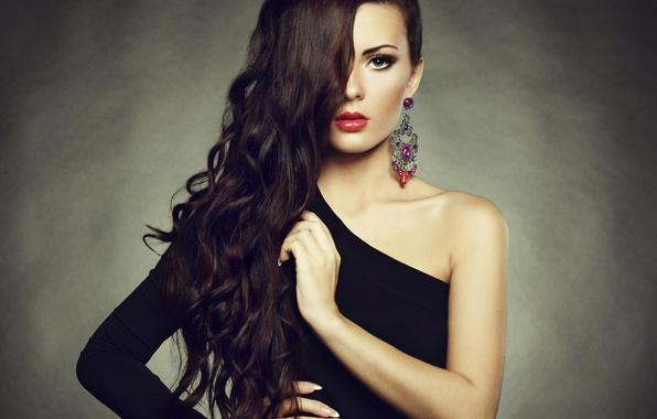 Картинка взгляд, девушка, фон, волосы, серьги, макияж, помада, черное платье, плечо, красные губы