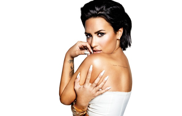 Картинка поза, макияж, брюнетка, тату, прическа, белый фон, певица, Деми Ловато, Demi Lovato, Confident, New Album