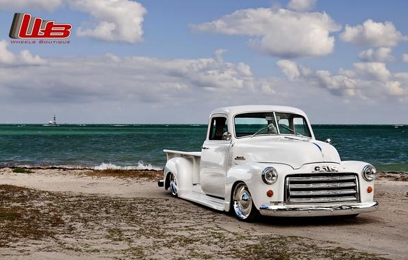 Картинка белый, пляж, небо, облака, ретро, берег, тюнинг, пикап, tuning, передок, GMC, C152, Lowrider, 1941, Pickup, ...