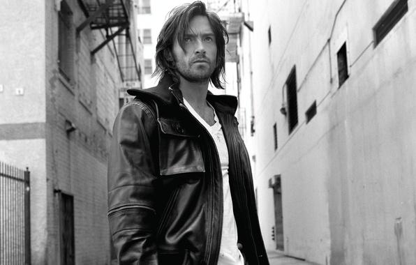 Картинка взгляд, волосы, человек, актер, мужчина, хью джекман, hugh jackman, actor, черно-белое фото, man, кожаная куртка, …