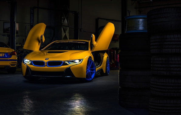 Картинка BMW, Dark, Car, Front, Yellow, Motorsport, Garage, Doors, Ligth, Turner