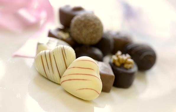 Картинка белый, темный, шоколад, конфеты, сердечки, сладости, орехи, десерт, сладкое, молочный
