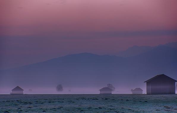 Картинка небо, деревья, горы, туман, холмы, поляна, утро, Германия, Бавария, Альпы, дымка, домики, Карвендель, малиновое, перед …