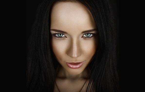 Картинка глаза, взгляд, девушка, лицо, фон, черный, страсть, модель, портрет, брюнетка, зеленые, girl, красотка, model, хищница, …