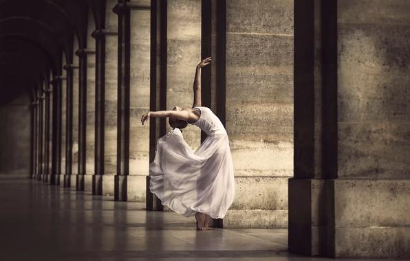 Картинка город, танец, платье, грация, Marine Fauvet