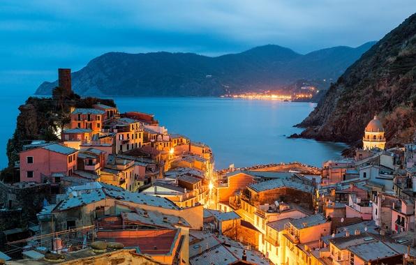 Картинка пейзаж, природа, город, огни, побережье, здания, дома, вечер, освещение, Италия, Italy, Лигурийское море, Вернацца, Vernazza, …