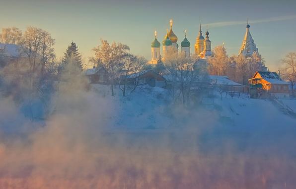 Картинка зима, небо, деревья, природа, река, рассвет, дома, мороз, церковь, храм, архитектура, монастырь, коломна, старая коломна