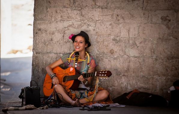 Картинка девушка, музыка, улица, гитара