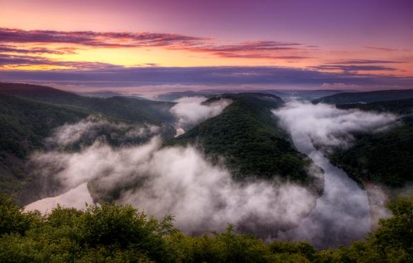 Картинка небо, облака, закат, оранжевый, яркий, река, вид, высота, вечер, Германия, изгиб, панорама, river, Germany, Saarschleife, …