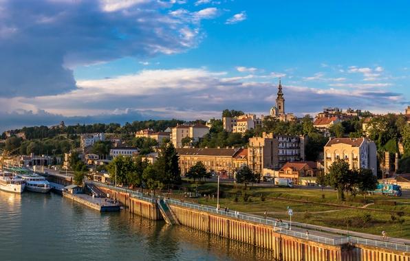 Картинка облака, деревья, река, дома, корабли, причал, набережная, Сербия, Белград, Belgrade